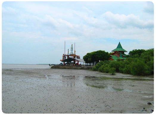 Pantai Kenjeran Tempat Wisata Surabaya Hotel Murah Salah Satu Terletak