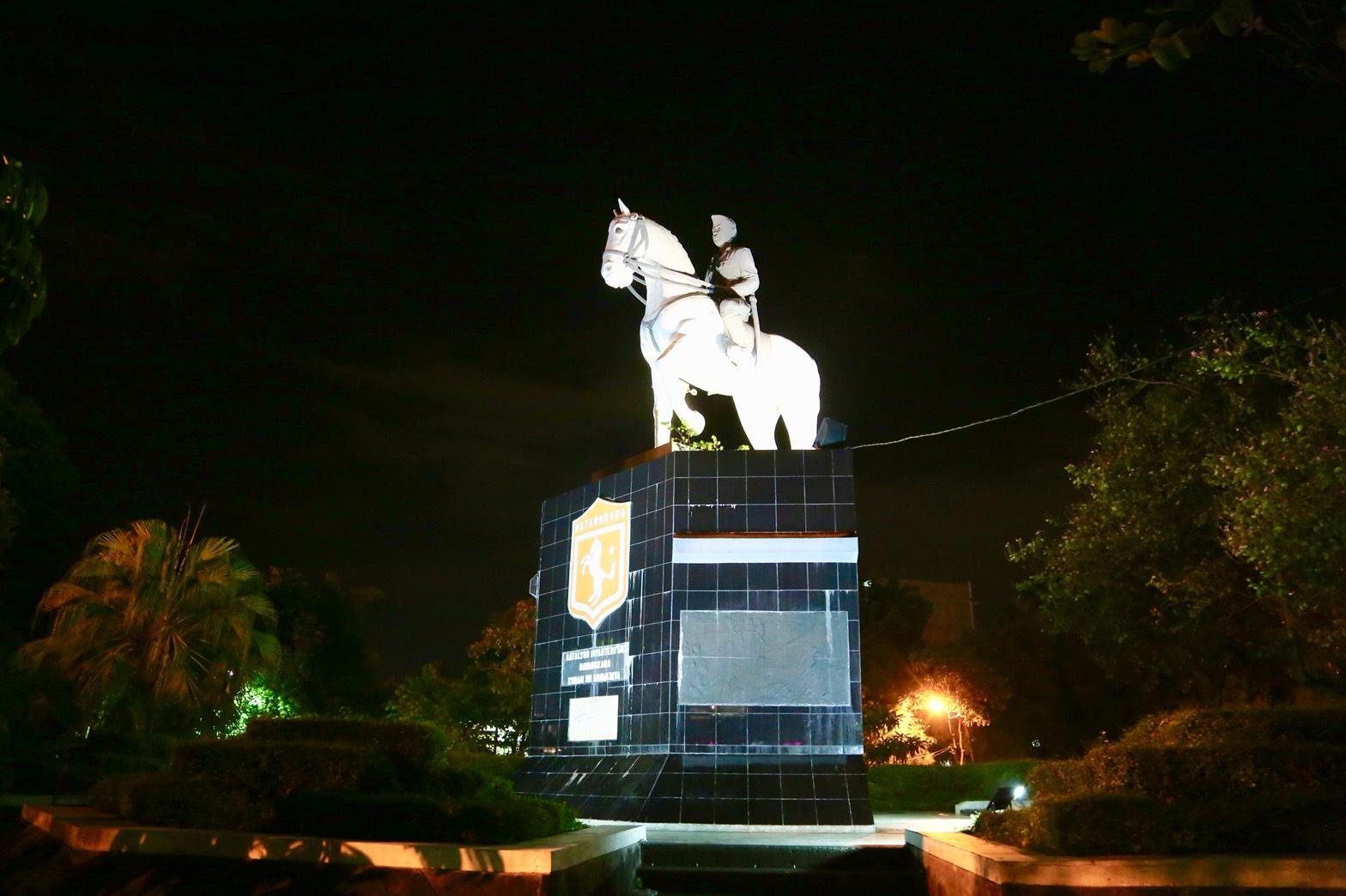 Mengulas 3 Monumen Bersejarah Kota Pahlawan Qubicle Djarot Soebijantoro Mantan
