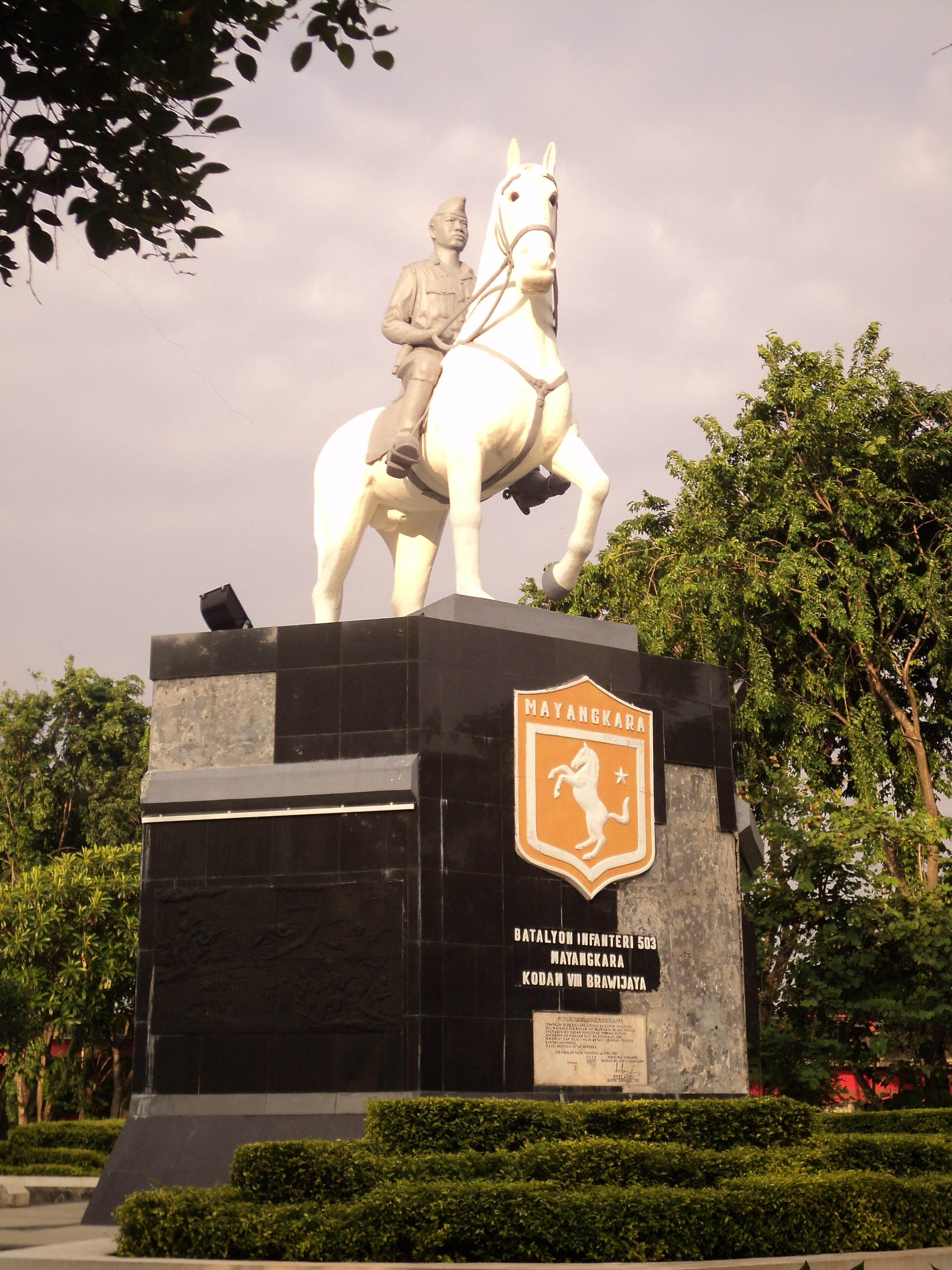 Monumen Mayangkara Surabaya Berada Taman Kota