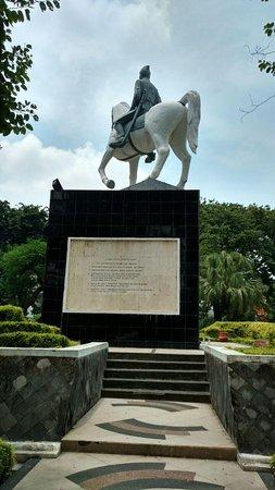 Taman Mayangkara Surabaya Indonesia Review Kota