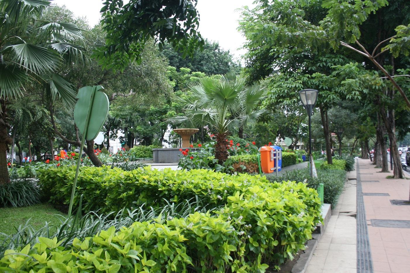 Memesrai Taman Kota Surabaya Padmagz Mundu