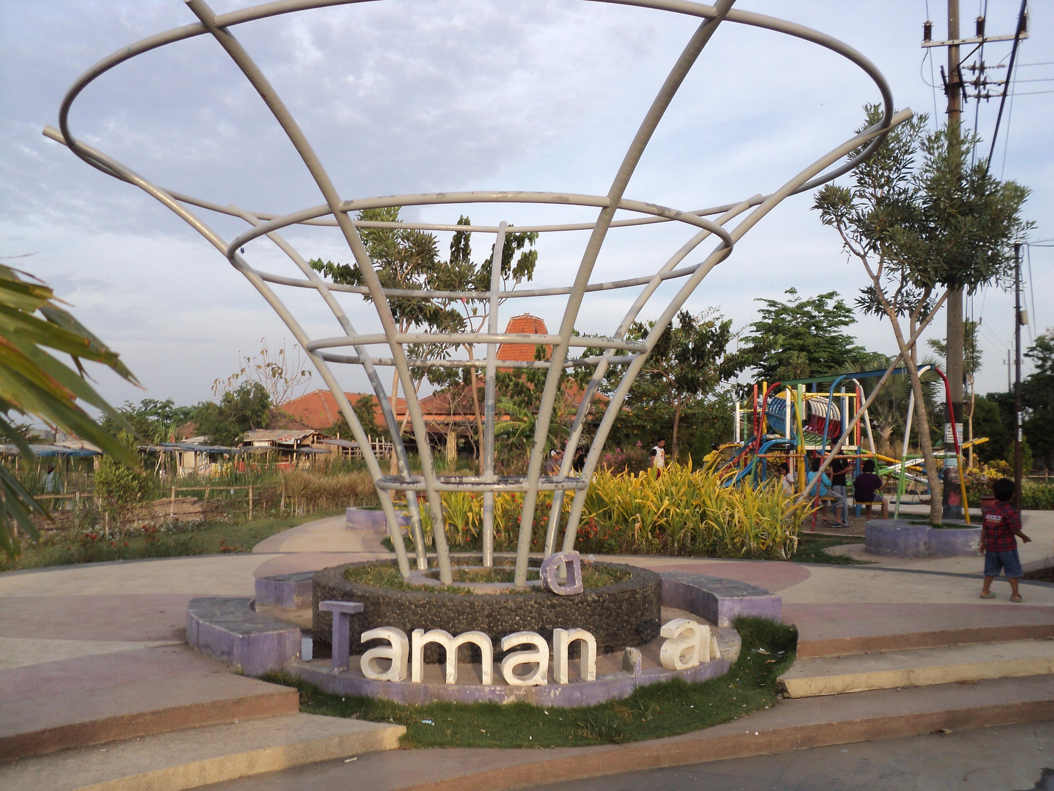 Taman Surabaya Barat Pesona Kota Gapura Pakal Mundu