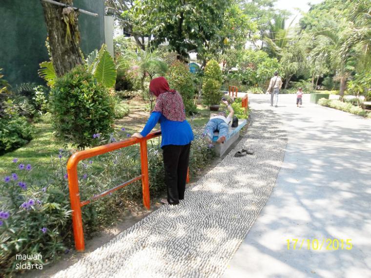 Terapi Refleksi Taman Mundu Surabaya Oleh Mawan Sidarta Kota