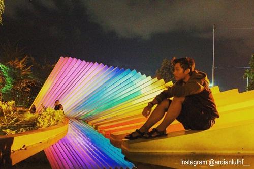 20 Tempat Wisata Surabaya Bagus Terkenal Zona Libur Taman Pelangi