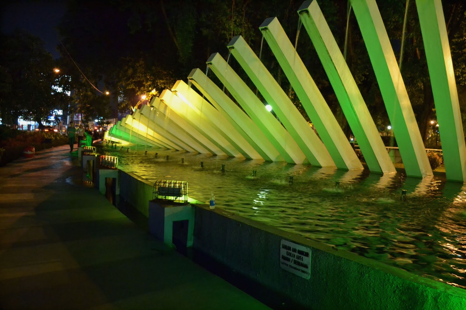 Indahnya 6 Taman Surabaya Kota Pelangi