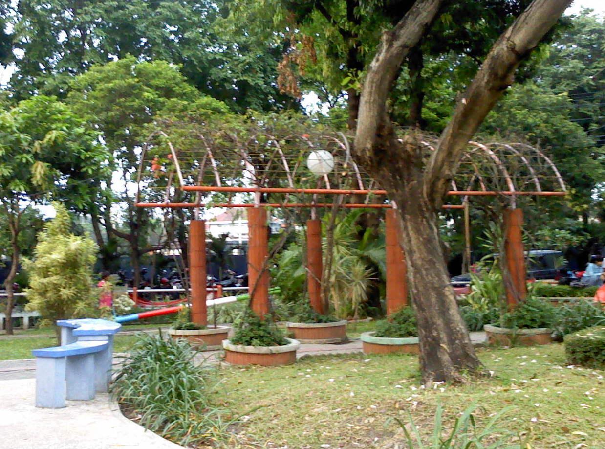 Bangku Taman Pesona Kota Surabaya Prestasi