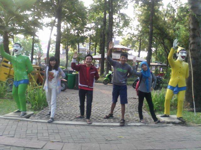 Jalan Santai Taman Prestasi Surabaya Prefab Kota