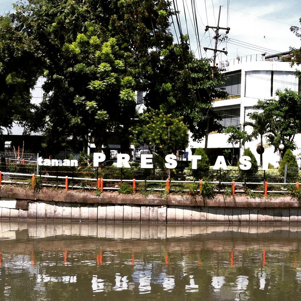 Solo Trip Lombok Transit Surabaya Asaro9 Blog Taman Prestasi Kota
