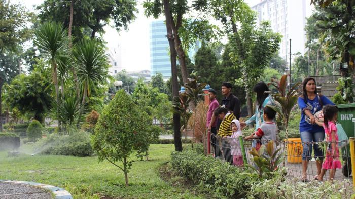 Taman Prestasi Dilengkapi Springkler Bersensor Hujan Surya Kota Surabaya