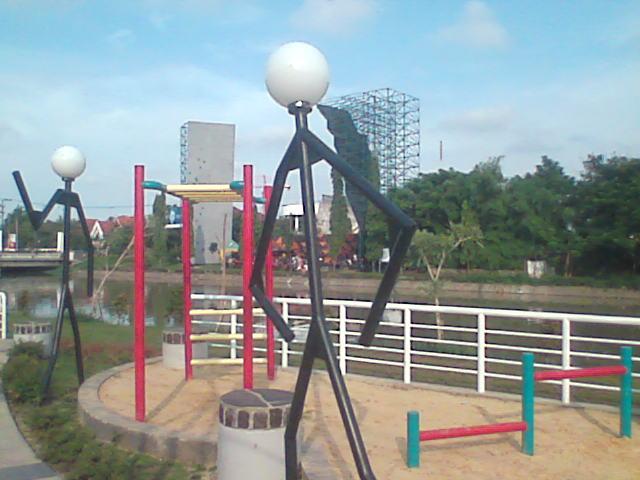 Taman Prestasi Pesona Kota Surabaya Lampu Keputran