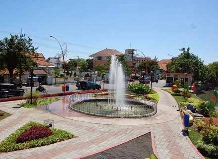 Travel Indonesia 5 Strengths Bungkul Park Surabaya Unique Wisata Taman
