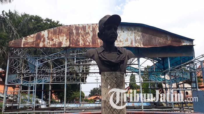 Menengok Patung Gombloh Belakang Tech Mall Surabaya Kondisinya Tak Terurus