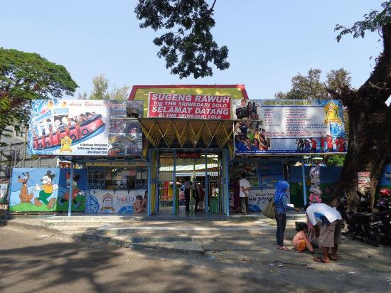 Pintu Masuk Thr Sriwedari Solo Picture Park Taman Hiburan Rakyat