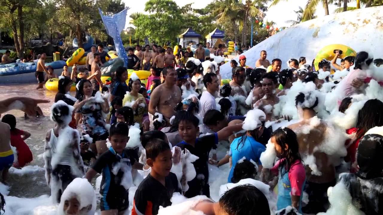 Keseruan Mandi Busa Ciputra Waterpark Surabaya Youtube Wisata Kota
