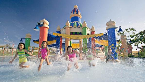 Wahana Wisata Air Nikmati Ciputra Waterpark Chimera Pool Surabaya Kota