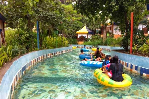 Wahana Wisata Air Nikmati Ciputra Waterpark Sirens River Surabaya Kota