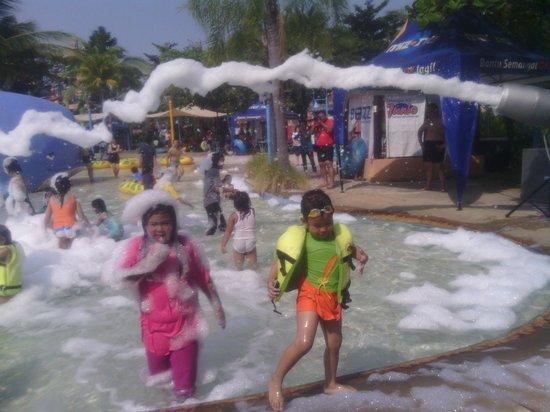 Water Park Surabaya Review Ciputra Waterpark Wisata Kota
