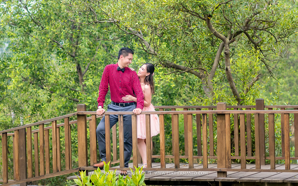 Foto Prewedding Mangrove Surabaya Lukihermanto Fotografix Wisata Hutan Wonorejo Kota