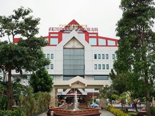10 Foto Jembatan Merah Plaza Jmp Surabaya Toko Kain Textile