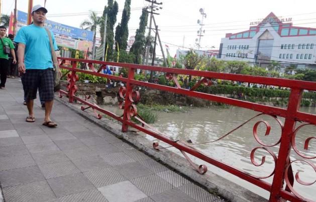 10 Tempat Wisata Surabaya Populer Negeri Jembatan Merah Kota