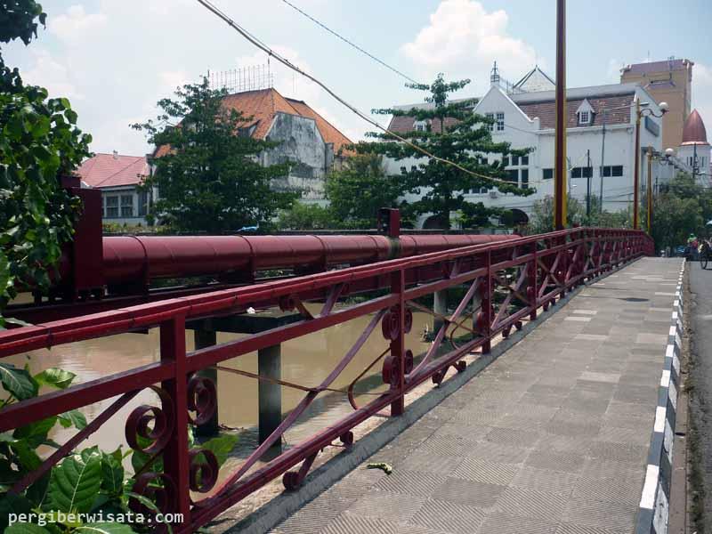 20 Obyek Wisata Surabaya Patut Dikunjungi Jembatan Merah Kota