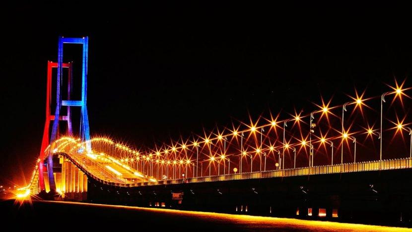 35 Tempat Wisata Surabaya Terpopuler Dikunjungi Jembatan Merah Kota