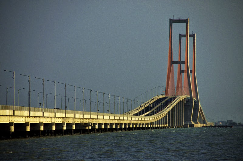 Ikon Kota Surabaya Asli Suroboyo Jembatan Suramadu Wisata Merah