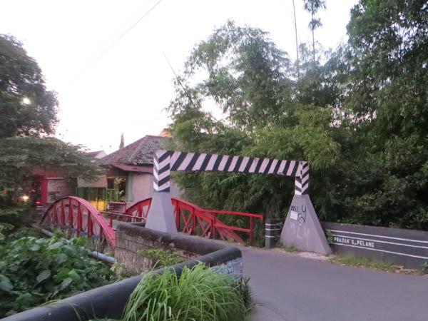 Seramnya Jembatan Merah Sleman Jogjakarta Oleh Mbah Ukik Wisata Kota