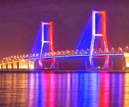 Tempat Wisata Kota Surabaya Jawa Timur Jembatan Suramadu Merah