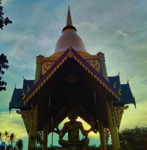 32 Tempat Wisata Surabaya Sekitarnya Patung Budha Empat Wajah Kelenteng