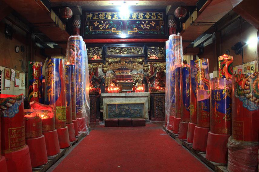 Klenteng Hong Tiek Hian Tertua Kota Pahlawan Hari Besar Warga