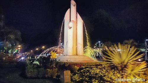 20 Tempat Wisata Surabaya Bagus Terkenal Zona Libur Monumen Bambu