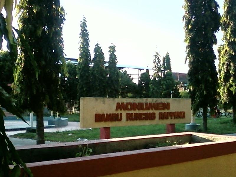 Destinasi Wisata Surabaya Monumen Bambu Runcing Mengenang Sejarah Image Kotawisataindonesia