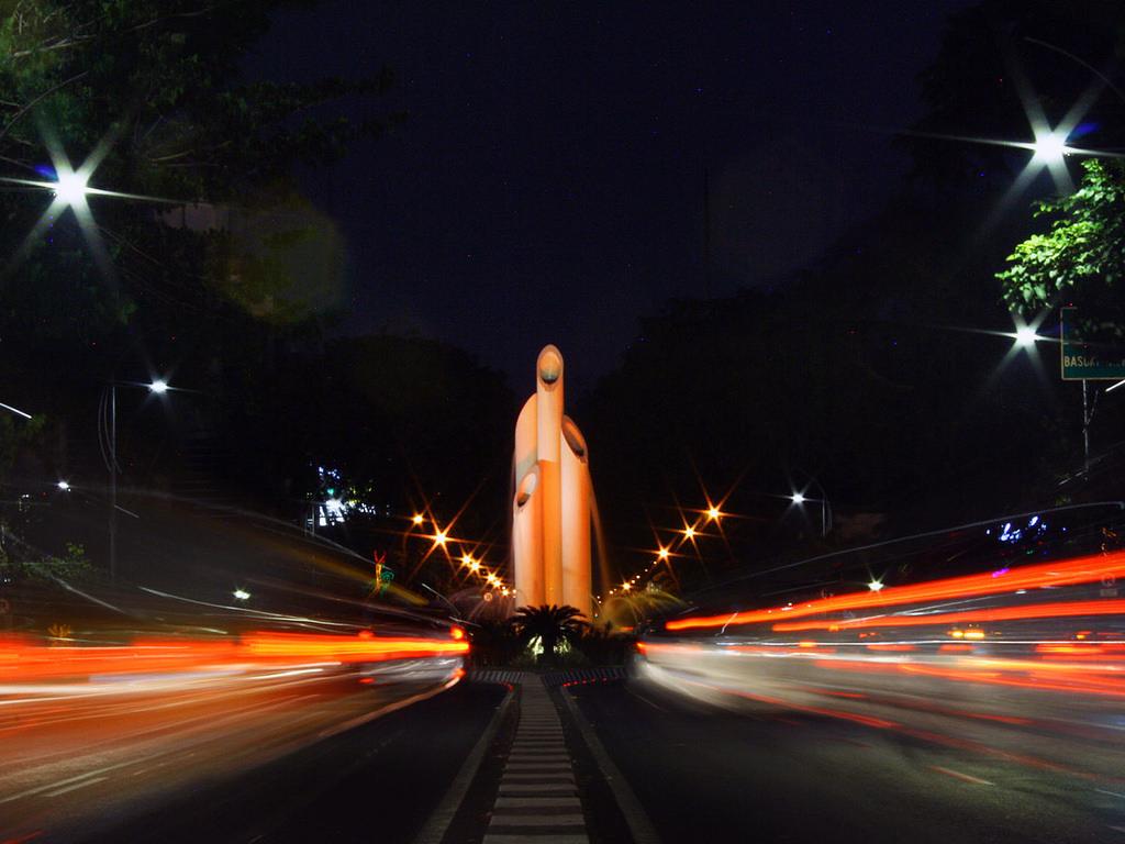 Eksplor Surabaya Bareng Keluarga Zen Travel Blog Header Wisata Monumen