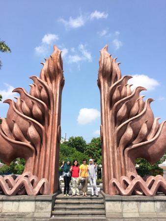 Monumen Bambu Runcing Foto Surabaya Wisata Kota