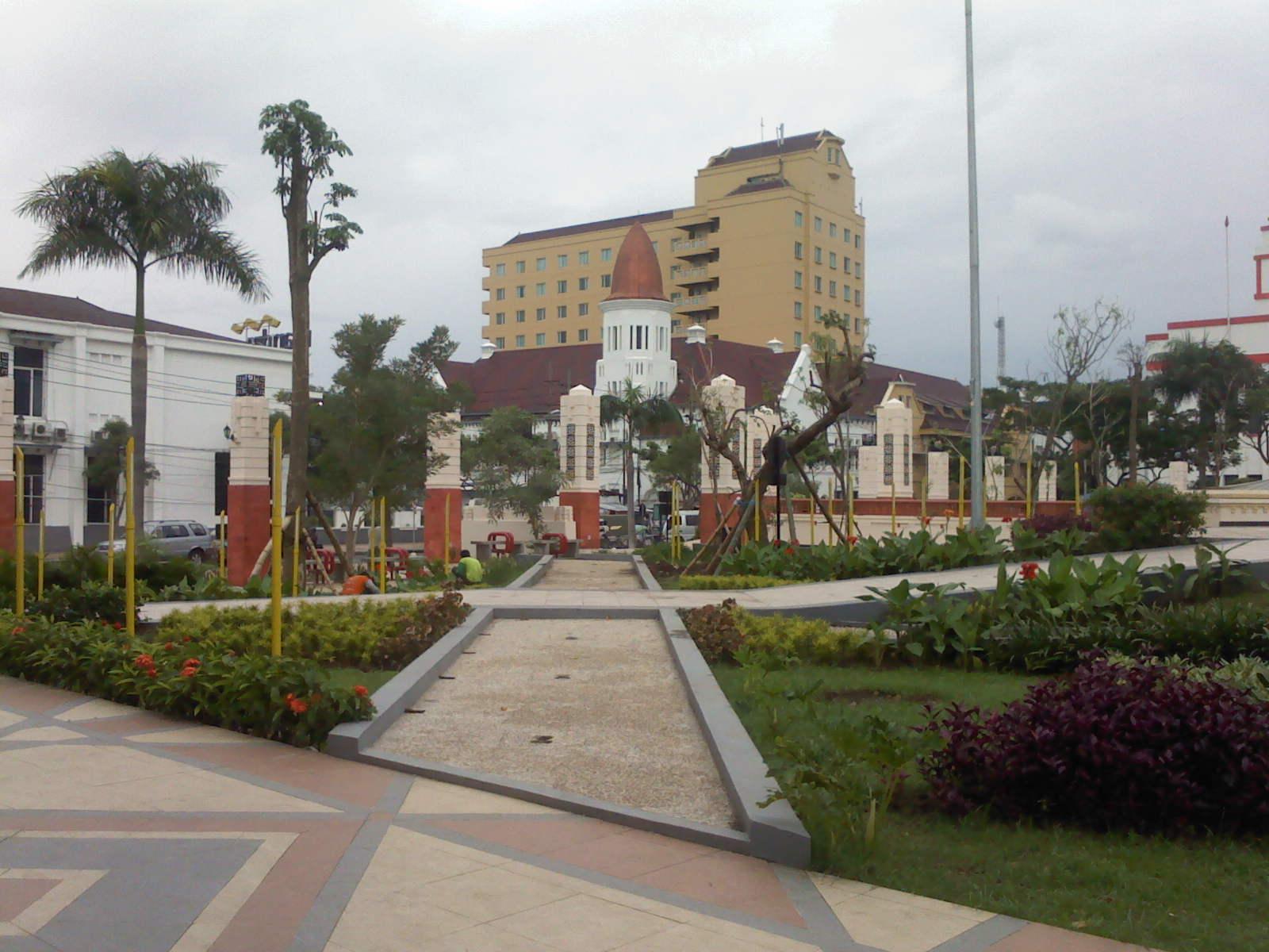 Monumen Bambu Runcing Pesona Taman Kota Surabaya Wisata