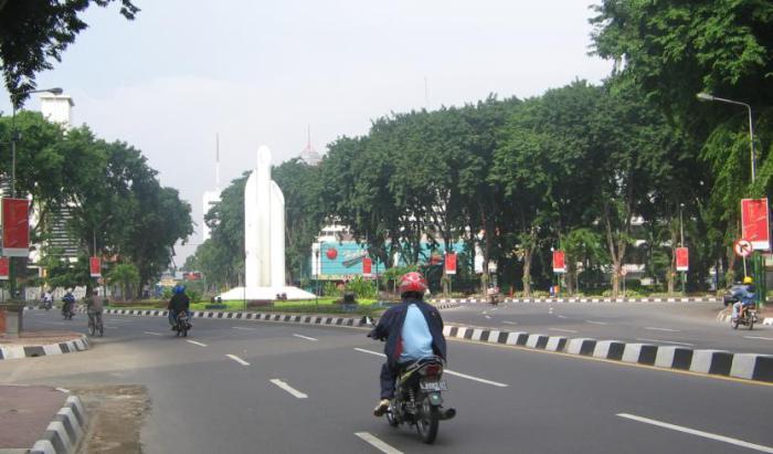 Monumen Bambu Runcing Simbol Kenangan Perjuangan Arek Suroboyo Keberanian Melawan
