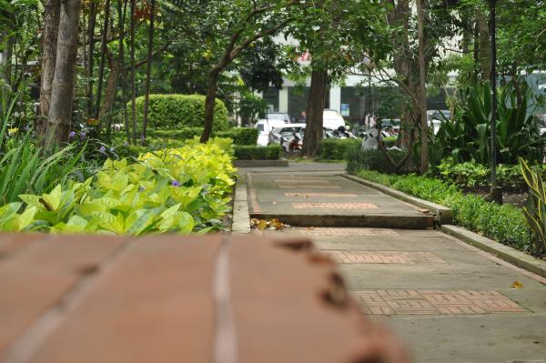 Monumen Bambu Runcing Simbol Kenangan Perjuangan Arek Suroboyo Taman Hias
