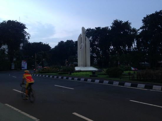 Monumen Bambu Runcing Surabaya Foto Wisata Kota