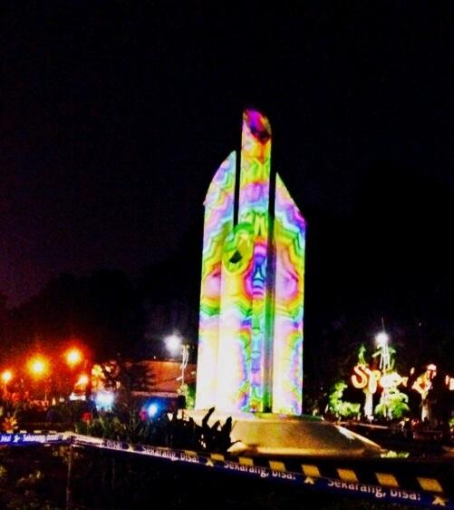 Monumen Bambu Runcing Surabaya Taman Asri Ditengah Ramainya Lintas Bisa
