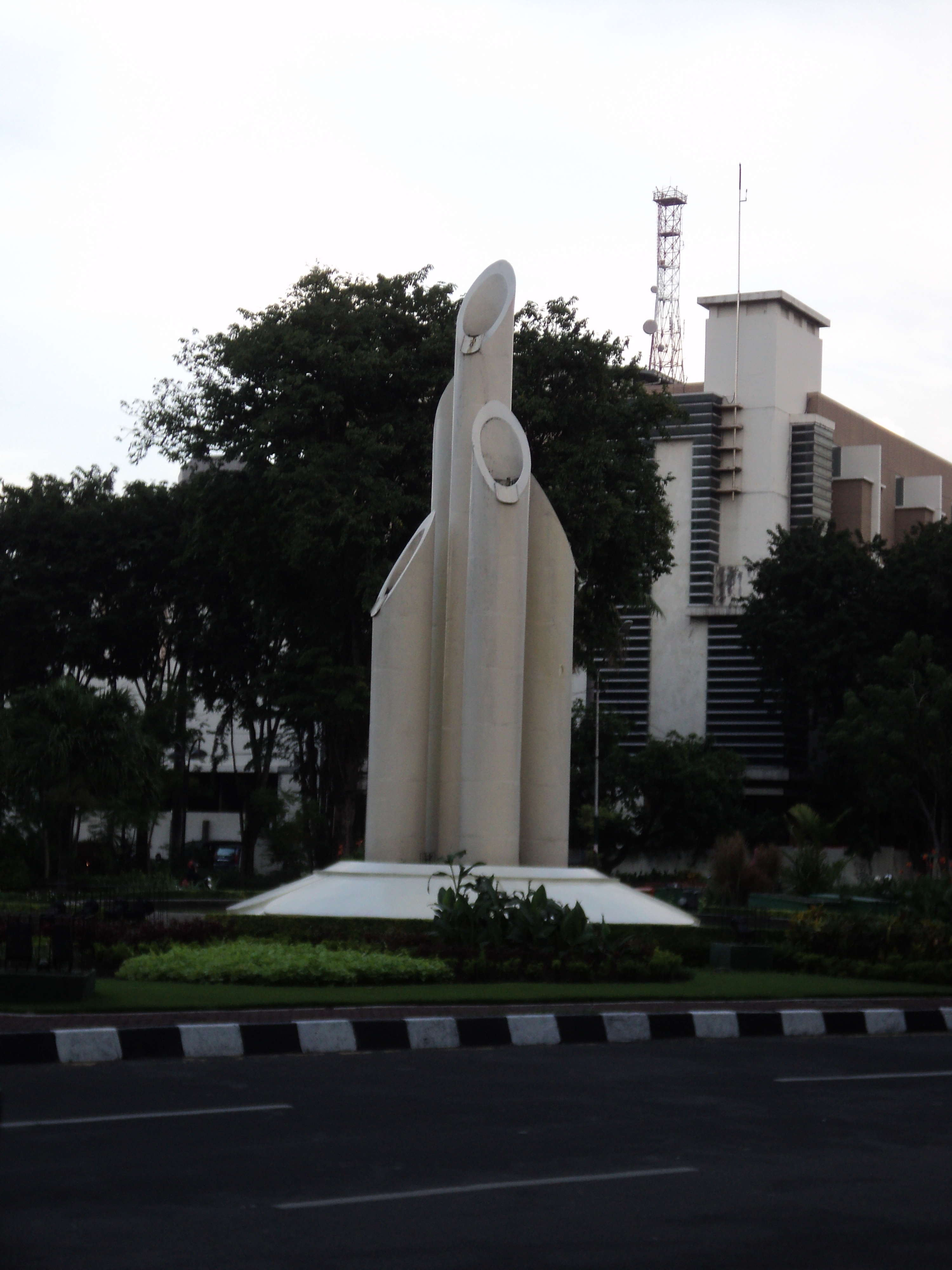 Monumen Bambu Runcing Surabaya Wisata Kota