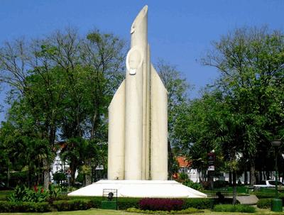 Monumen Bambu Runcing Tonigardiyanto Wisata Surabaya Kota