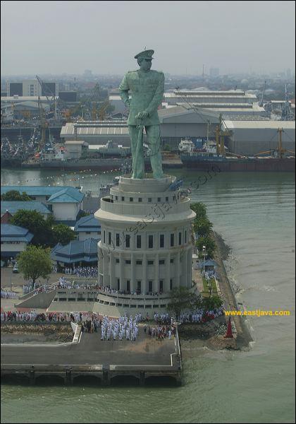 Monumen Jalesveva Jayamahe Angkatan Darat Kota Wisata Bambu Runcing Surabaya