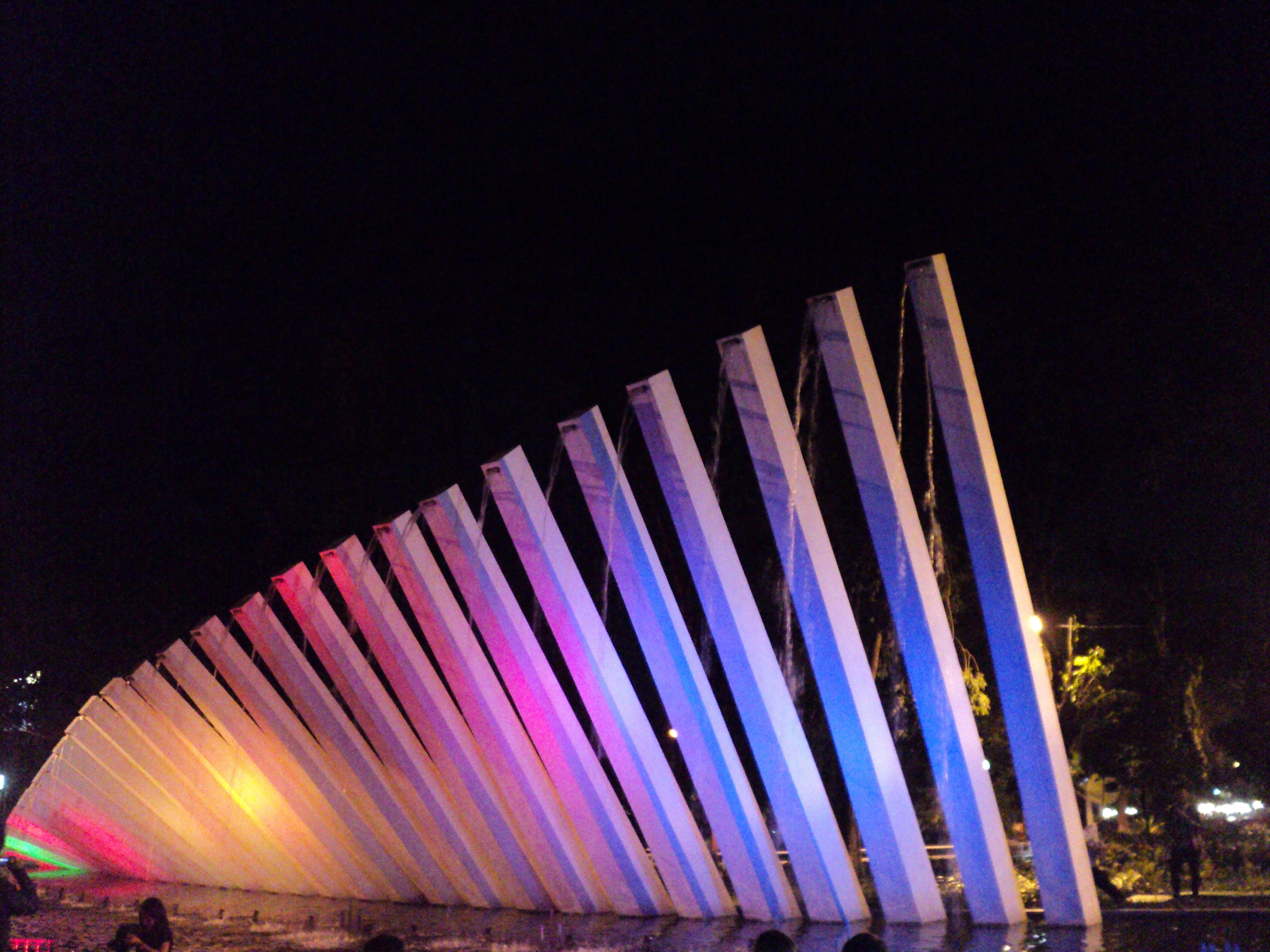 Monumen Surabaya Pelangi Wisata Bambu Runcing Kota