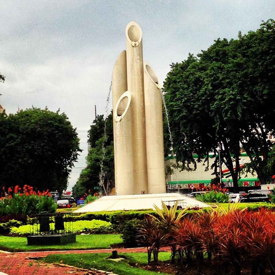 Monument Bambu Runcing Surabaya Travel Guide Monumen Wisata Kota