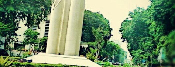Obyek Wisata Surabaya Monumen Bambu Runcing Kota