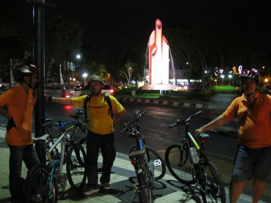 Suasana Wisata Monumen Bambu Runcing Surabaya Kota