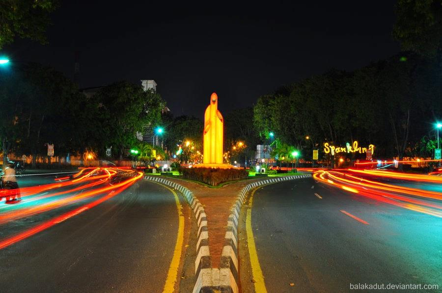 Surabaya Februari 2015 Pengunjung Datang Langsung Mengenali Keberadaan Monumen Melintasinya