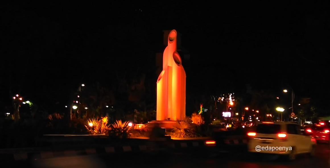 Surabaya Monumen Bambu Runcing Saksi Bisu Perjuangan Arek Wisata Kuliner