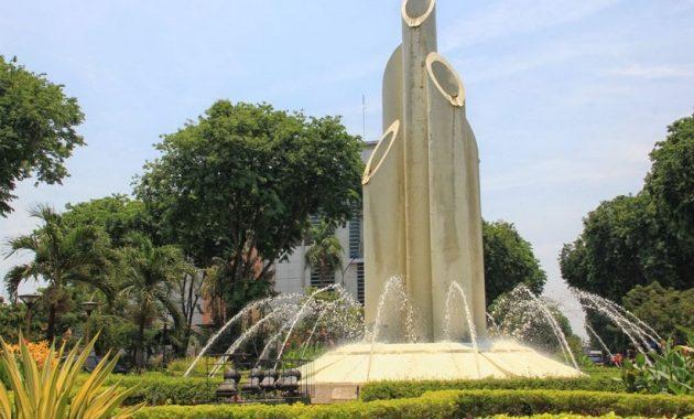 Wisata Monumen Bambu Runcing Land Mark Surabaya Tanahair Kota